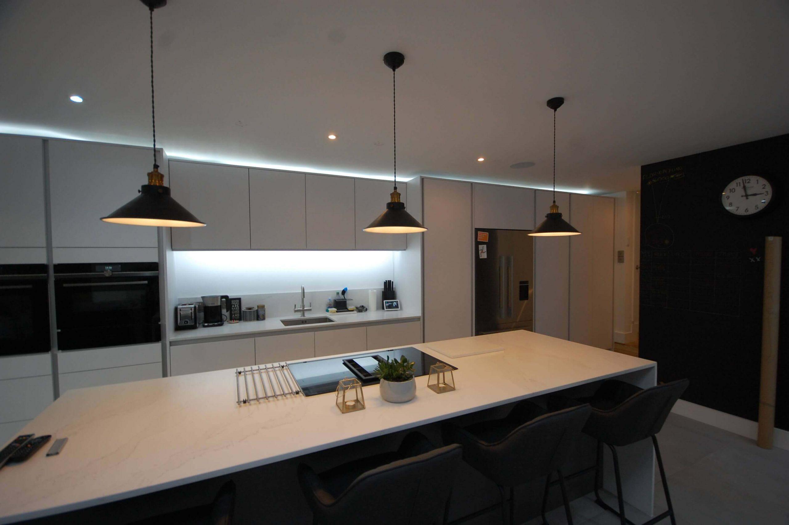 Handle Less Kitchen Installation Lee SE12