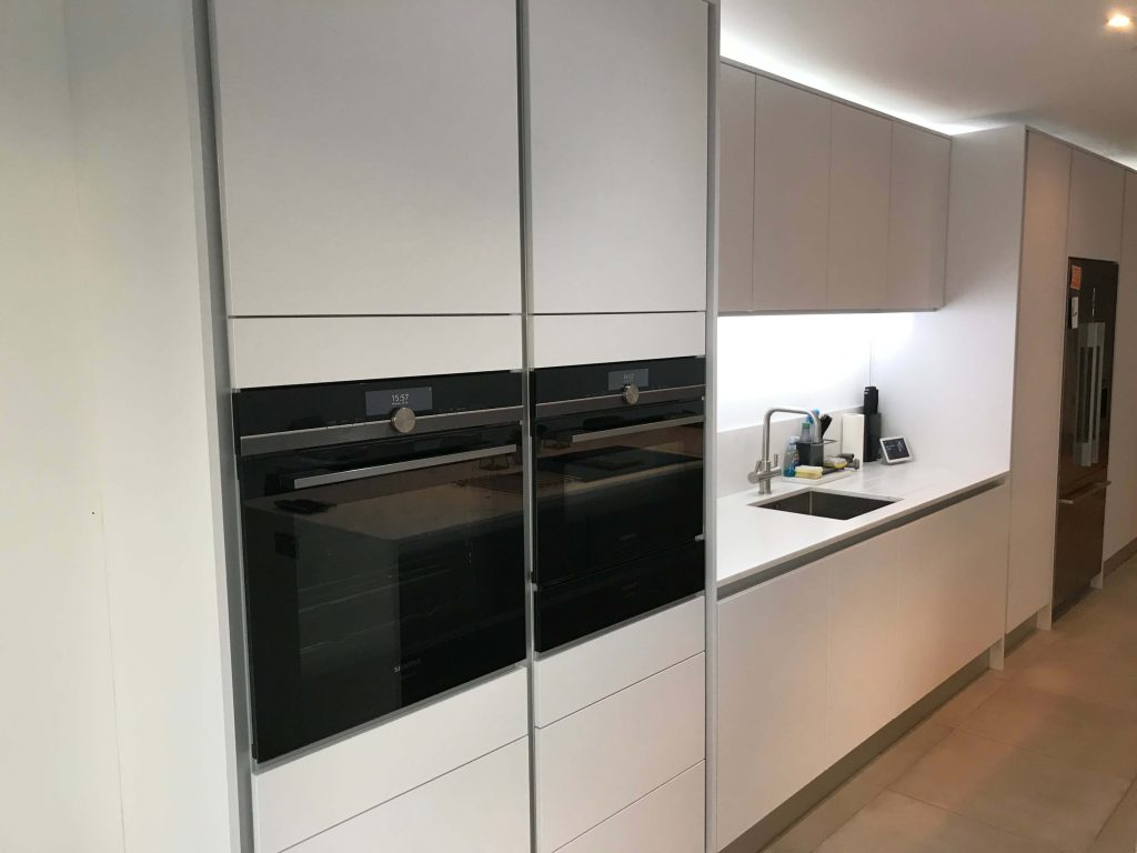 Handle Less Kitchen Installation Lee SE12